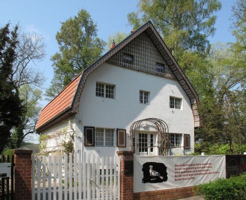 Link to Brecht-Weigel House article in Slow Travel Berlin